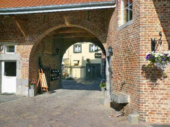 voeren_oude_boerderij_nu_bnb_en_4_woningen-350x262